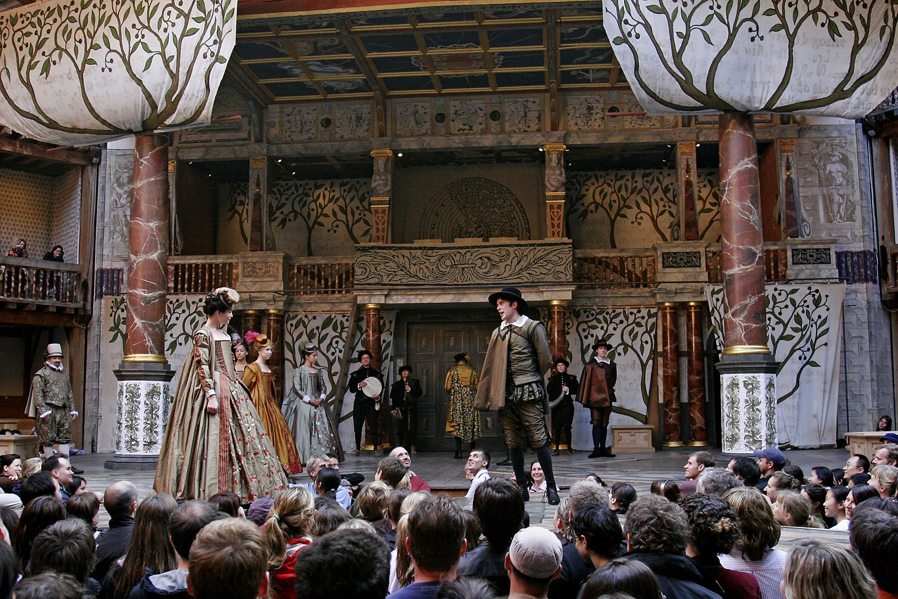 """elizabethan theater Types of elizabethan theatresa brief history 1576 – 1678 """"elizabethan theatre""""is a general term covering the plays written and performed publicly in england during the reign of queen elizabeth i (1558 – 1603) derived from medieval theatre traditions such as mystery."""