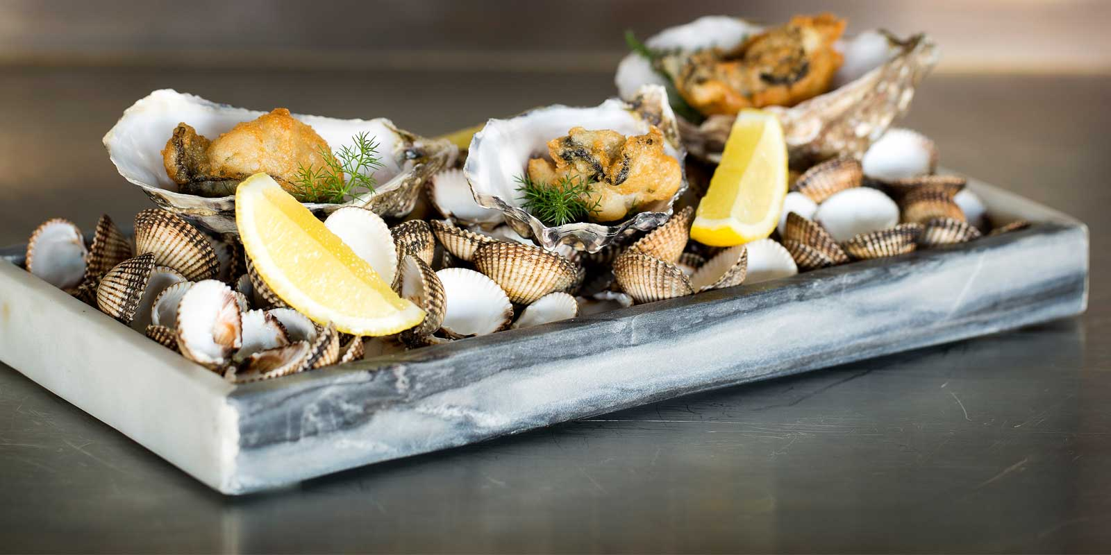oysters_lemon_tray